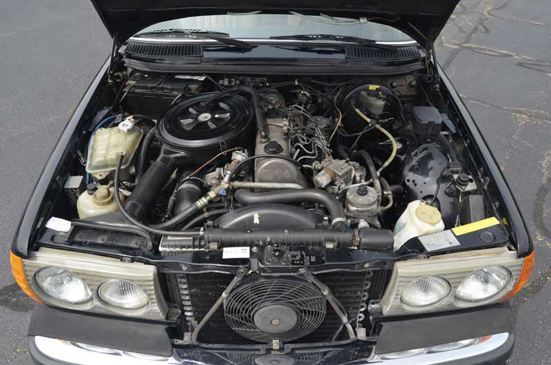 Mercedes-W123-300-TD-wagon-turbodiesel-Engine