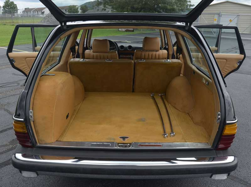 Mercedes-W123-300-TD-wagon-turbodiesel-Interior-rear